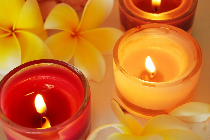 candles&frangapani_000003392006Small[1]